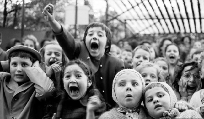 Alfred Eisenstaedt, Children at a Puppet Theater