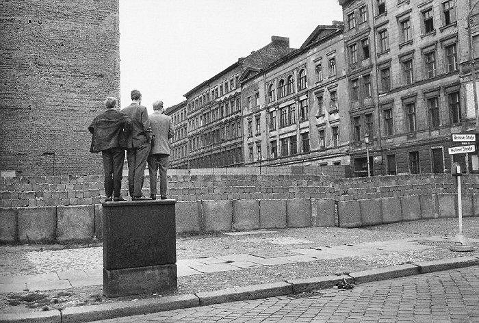 Анри́ Картье́-Брессо́н (фр. Henri Cartier-Bresson) Bressonberlinwall