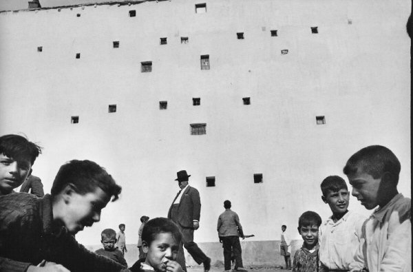 Анри́ Картье́-Брессо́н (фр. Henri Cartier-Bresson) Bressonmadrid