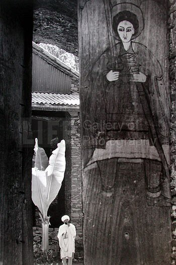 Alfred Eisenstaedt, Priest Guarding the Door